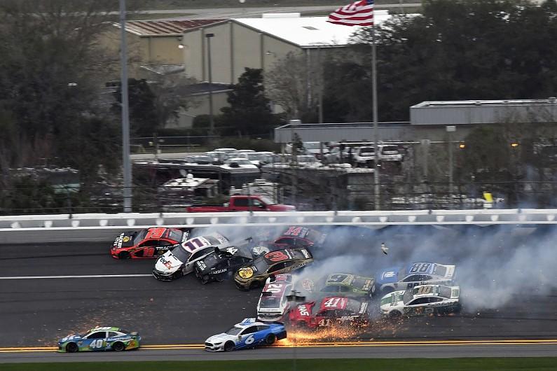 Jimmie Johnson and Paul Menard clear air over Daytona Clash crash – autosport.com