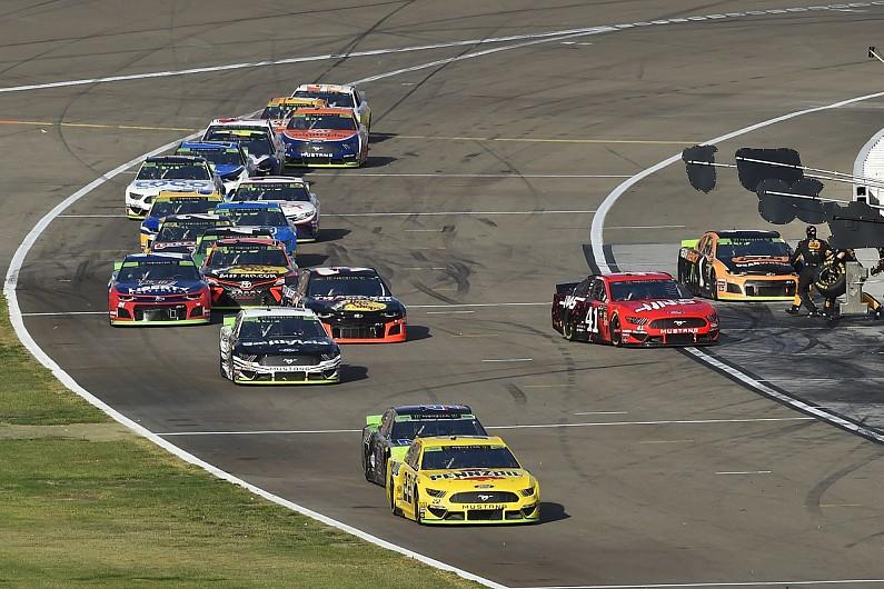 Las Vegas NASCAR: Martin Truex Jr wins as playoffs begin – autosport.com