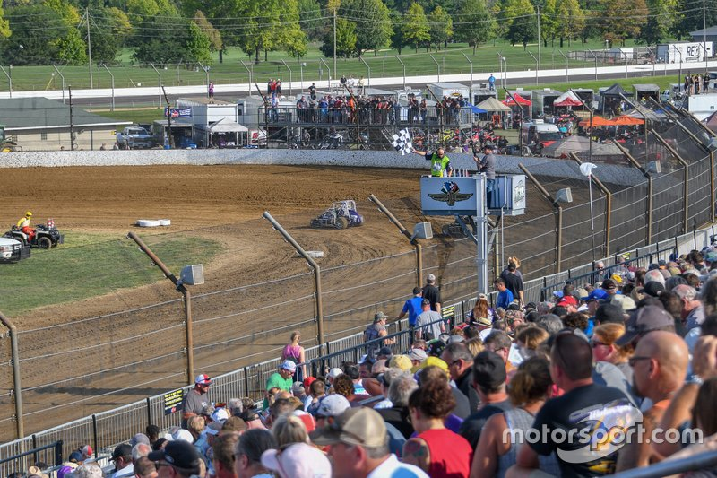 NASCAR and IndyCar drivers battle on the IMS dirt track – Motorsport.com