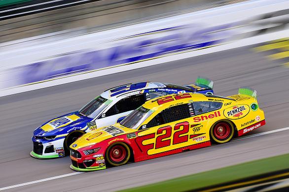 NASCAR DFS: Hollywood Casino 400 Podcast – FantasyAlarm.com