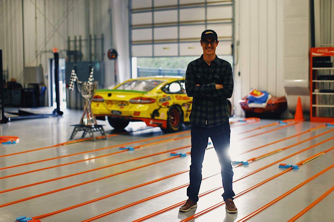 NASCAR champ breaks world record for longest Hot Wheels track – CNET