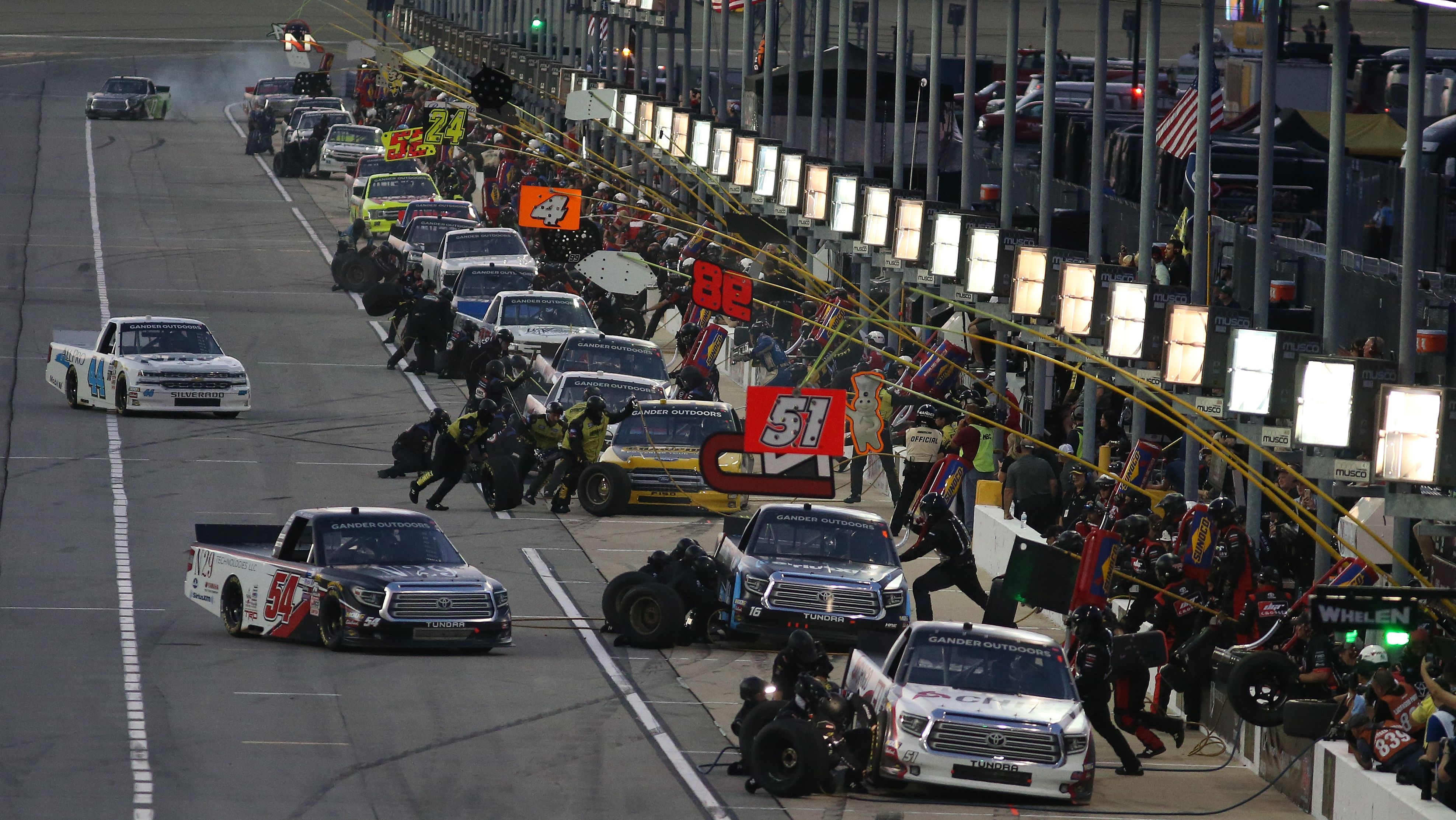 Opinion: NASCAR's Pit Stop Experiment Is a Worthy One – Autoweek