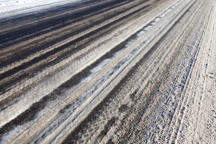 Winter storm slicks eastern Kansas roads; two injured in big rig accident – The Trucker
