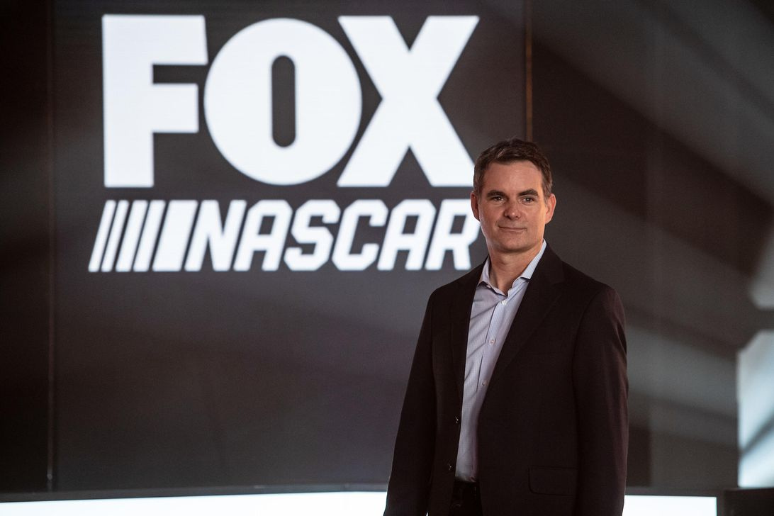 Jeff Gordon on the future of NASCAR, autonomous cars and the C8 Corvette – CNET