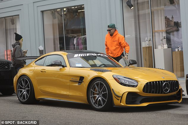 Jessica Hart and NASCAR driver boyfriend James Kirkham go for breakfast in LA in his $361K Mercedes – Daily Mail
